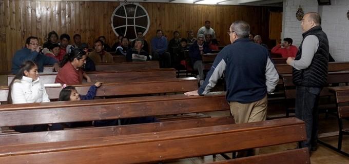 Mendoza: El senador Arenas con vecinos de Km 8 en la defensa de un club