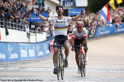 Ciclismo: La París Roubaix se tiñó de luto