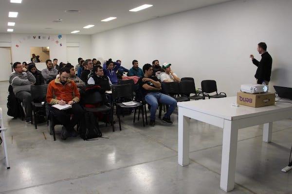 COMODORO RIVADAVIA: Carlos Saggio dictó una capacitación sobre psicología deportiva