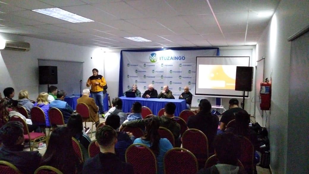 """Charla sobre el libro """"El deporte en la Cultura del Encuentro"""" en Ituzaingo  Por Nicolás Maldonado"""