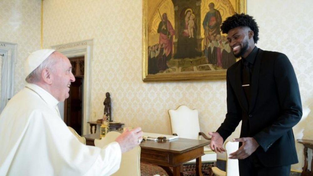 Las estrellas de la NBA visitan al Papa. Unidos contra el racismo
