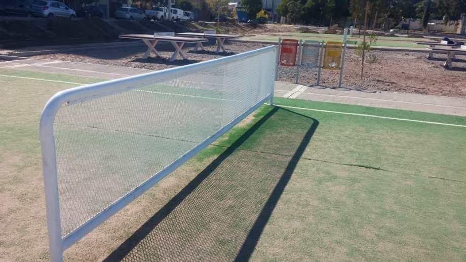 Gaido instalará 50 canchas de fútbol-tenis en plazas y parques de Neuquén