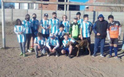 Neuquén: Más de 700 chicos de Plottier reclaman una cancha para poder jugar